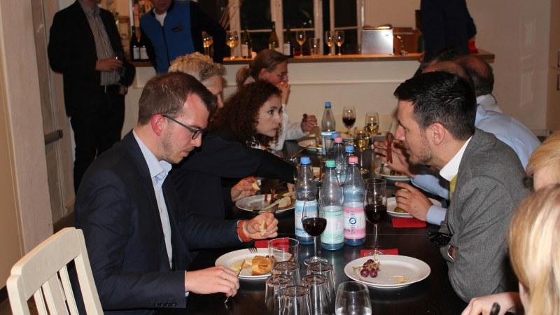 Netzwerken am Buffet bei kub and friends